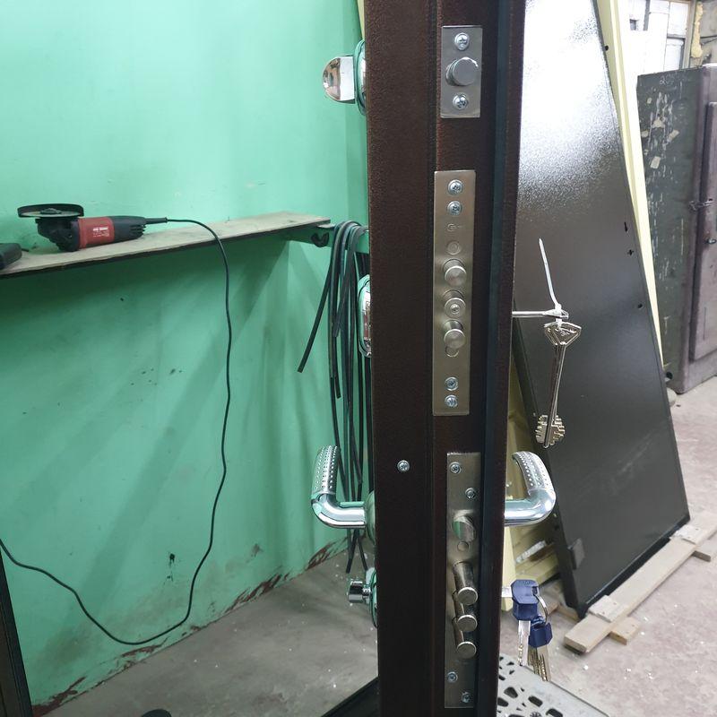 Дверь входная БРОНЯ 82 мм./ 3 контура, фл-82