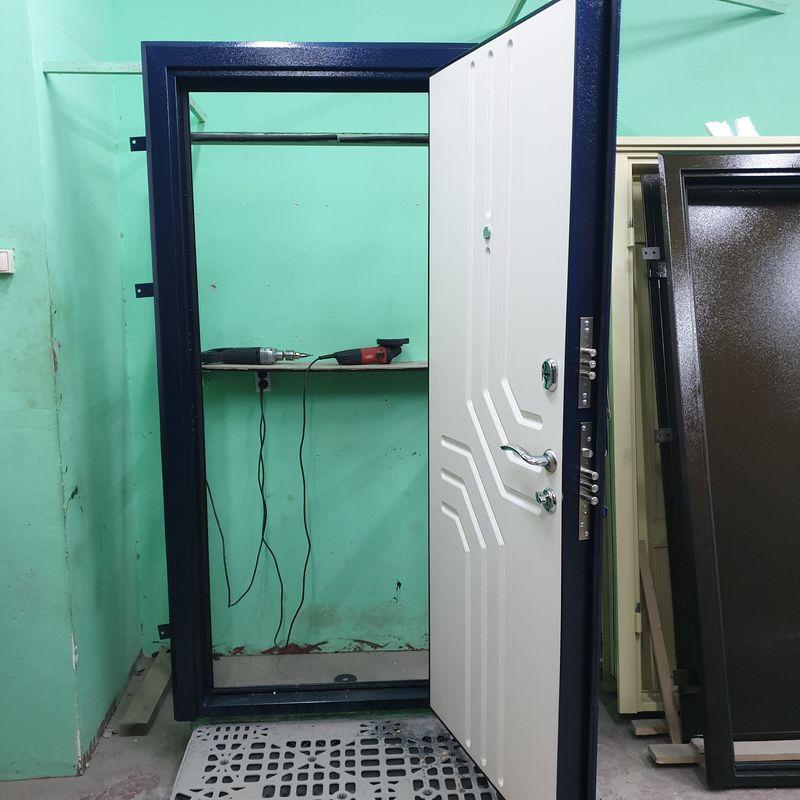 Дверь входная БРОНЯ 82 мм./фл-86