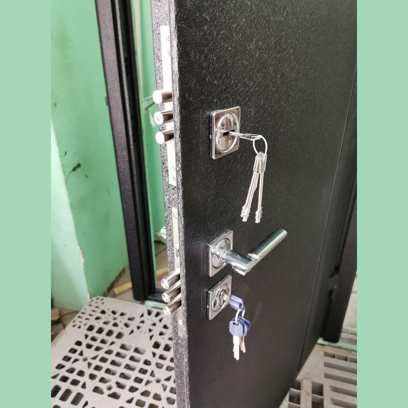 2 замка на входной двери