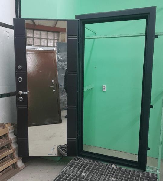Дверь входная стальная с зеркалом левого открывания. купить в Волжском
