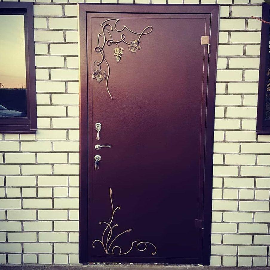 лоза на двери