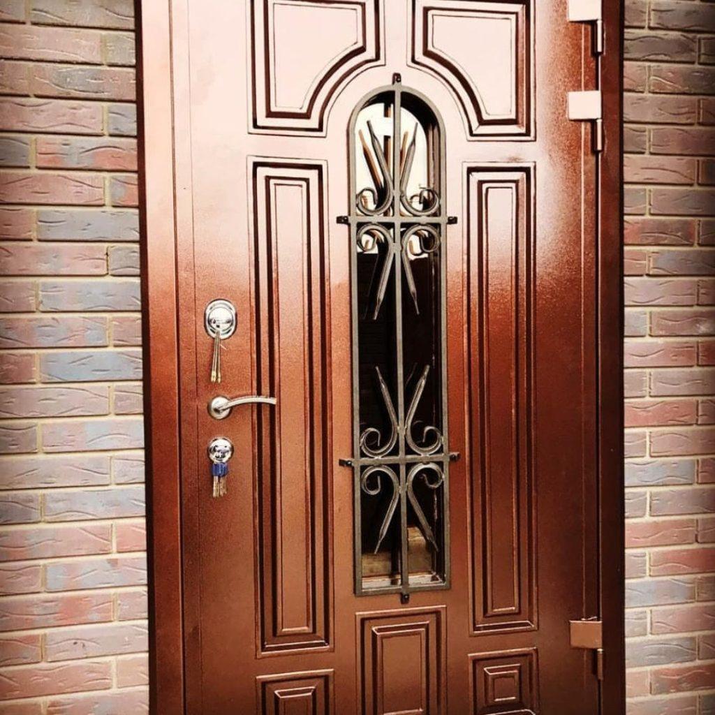дверь медь со стеклом