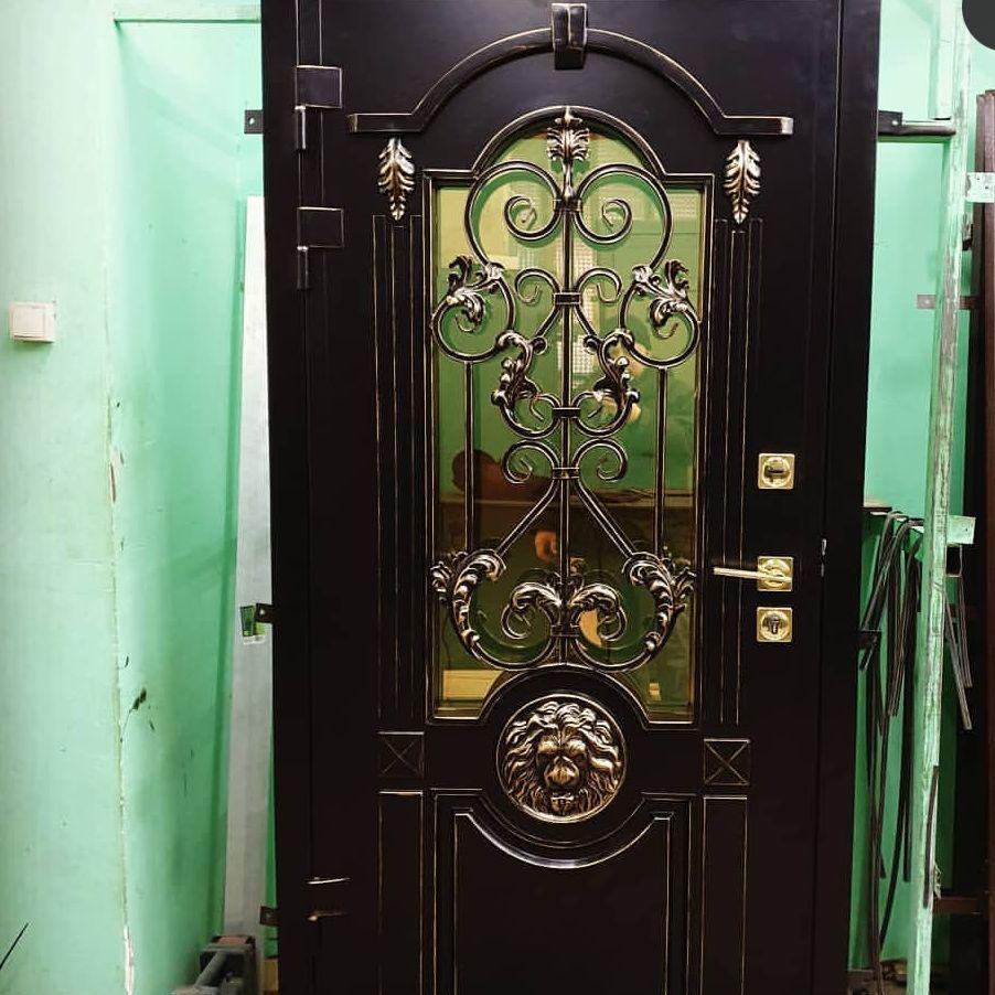 дверь с остеклением