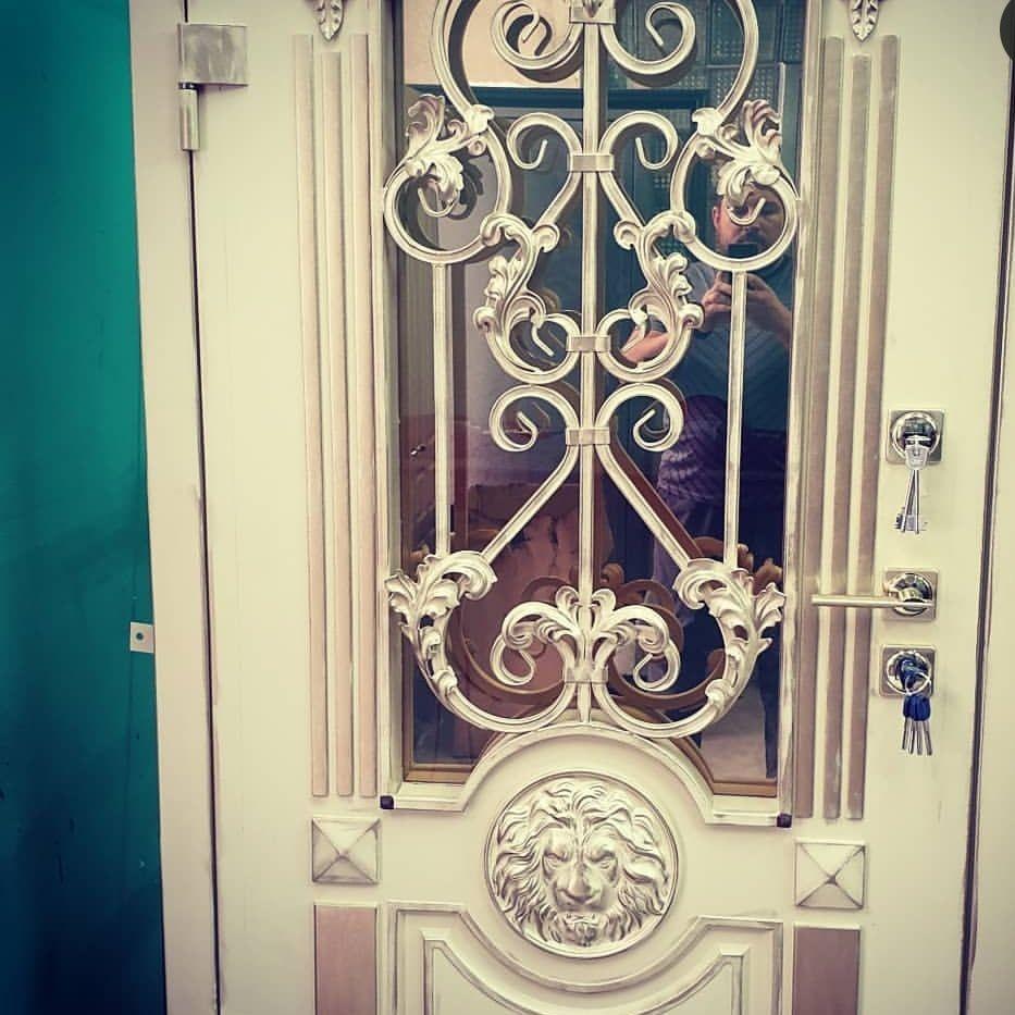 Дверь с зеркальным стеклопакетом в дом